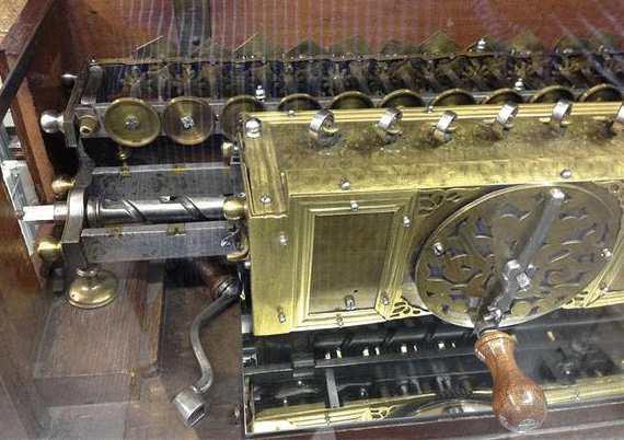 Копия механического калькулятора Готфрида Лейбница