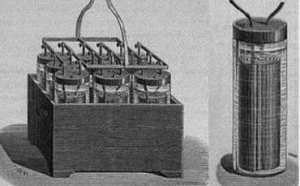 Первая перезаряжающая батарея - аккумулятор